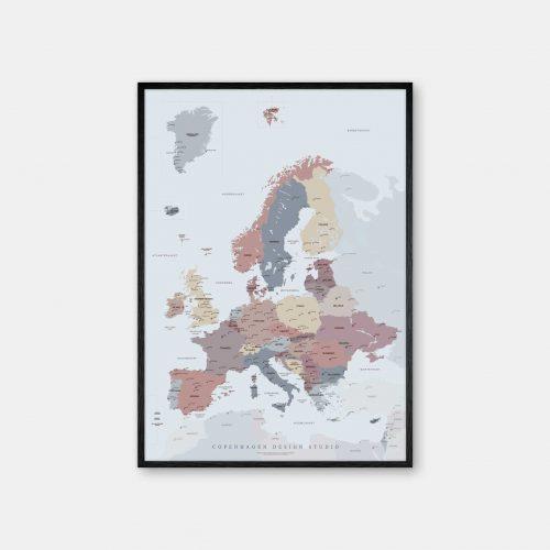 Europakort-plakat-lyseblaa-Copenhagen-Design-Studio-sort-ramme