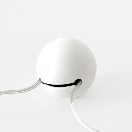 Ledningsrod-Great-Balls-of-Wire-Design-Ledningsbolde-hvid-Domusnord-interior.
