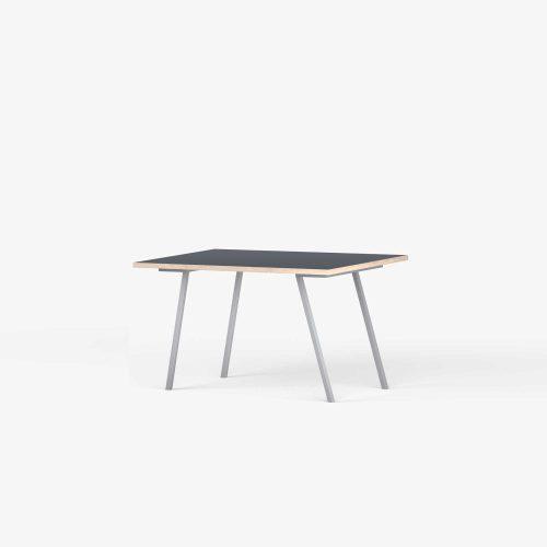 Line-View-Desk-Table-Eg-SkriveBord-SmokeyBlue-graa-ben