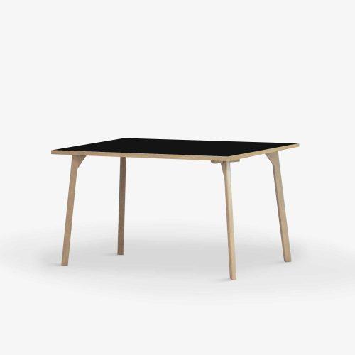 Room-Small-desk-halvprofil
