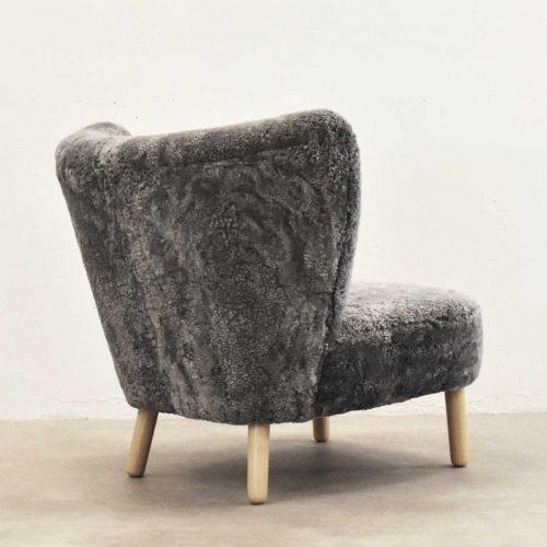 Take-a-Break-dansk-design-laenestol-bagfra-graa-lammeskin-1