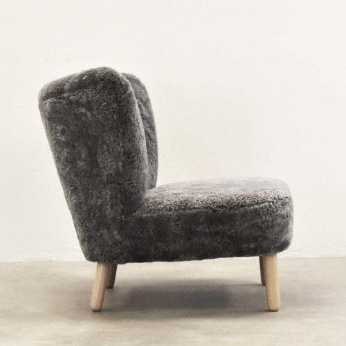 Take-a-Break-dansk-design-laenestol-side-graa-lammeskin-1