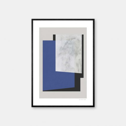 julia-hallstroem-klein-blue-plakat-sort-ramme