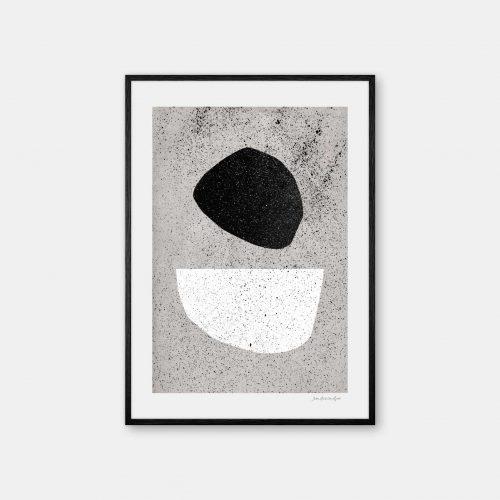 julia-hallstroem-pebbles-plakat-sort-ramme