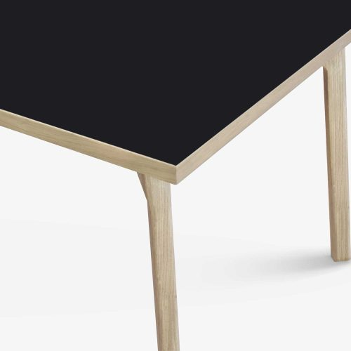 room-XL-table-legs-oak-black-detail